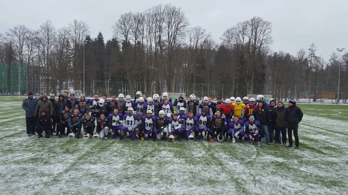 American Football Trainingslager Gruppenbild im Schnee