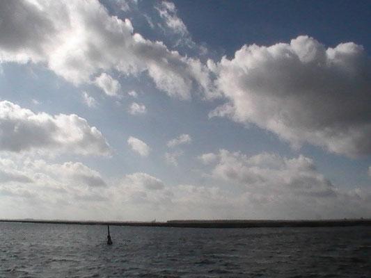 Wolken über den Boddengewässern
