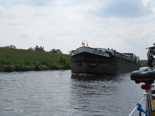 Schiff auf dem Kanal