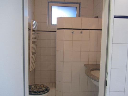 Einzelne Badezimmer im Hafen Yachtservice Barth