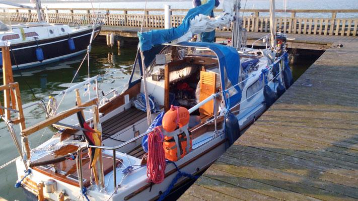 mit dem Segelboot im Hafen von Dierhagen