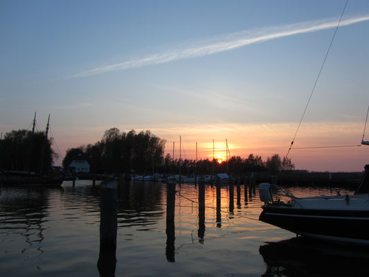 Sonnenuntergang am Hafen Dierhagen