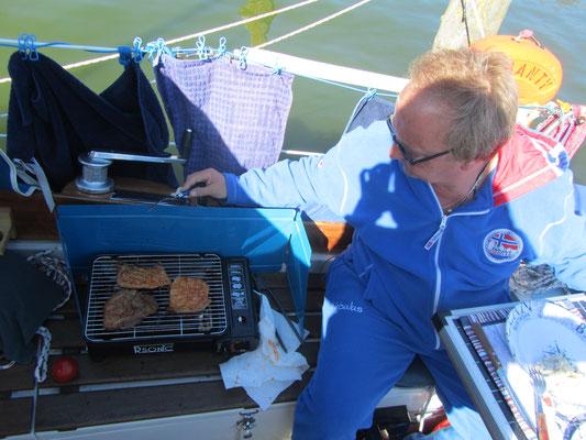 Grillen auf dem Boot