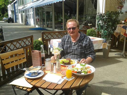 Lecker Mittagessen im Hafen Immenstaad
