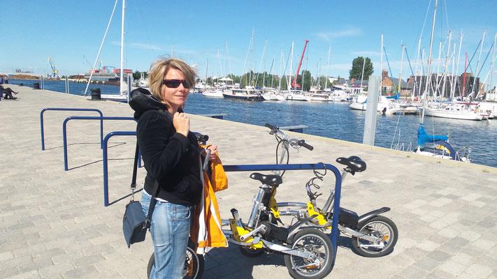Dunja Bruder am Hafen Wismar