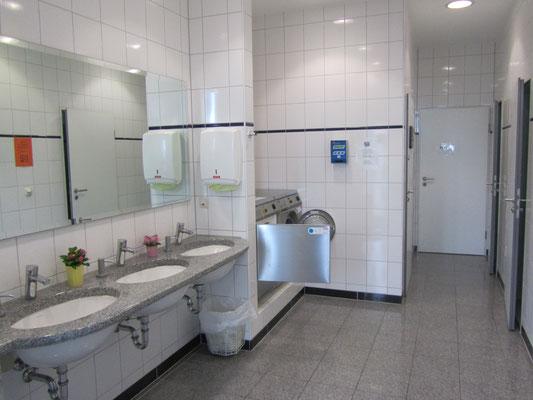 Waschmaschine und Trockner im Barther Yachtservice