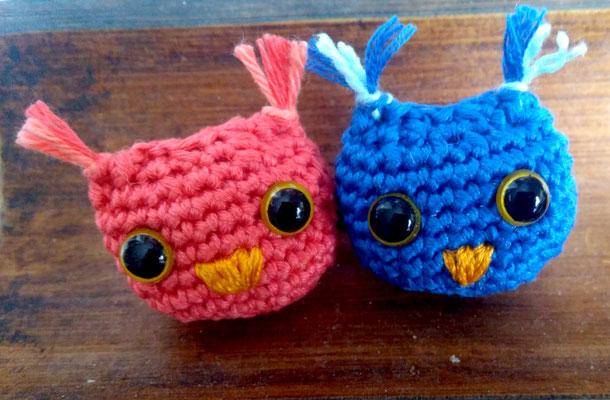 chouettes bleue et rose amigurumi au crochet