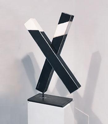 """Reiner Olesch, """"Überkreuzt  - Über Kreuz"""", Skulptur Holz/Acryl"""
