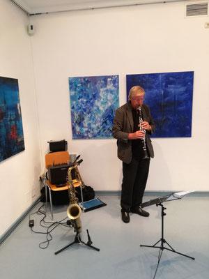 "Ausstellung ""BLAU"" Kunstkreis Siegerland 2017, Haus Seel, Eröffnung, am Saxophon Henneke Buck"