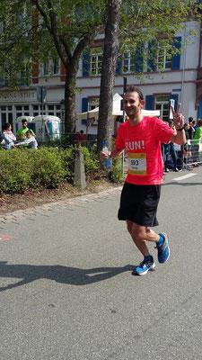 Georg auf dem Weg zu seinem ersten Marathonfinish - mit 3:40 Std. grandios gemeistert!