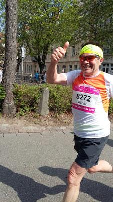Werner unterwegs gut drauf - mit 1:48 Std. kam auch ein perfekter Vorbereitungslauf für den anstehenden Hamburg Marathon heraus!
