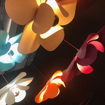 Bloomboom - Lampe Fleur, Flowerlamp, Suspension, made in France, artisanal, exposition, Design Fair Paris, interieor design, décor, luminaires, made in france, création François-Marie Gérard et Irma Birka, pop, podesign, 60ies
