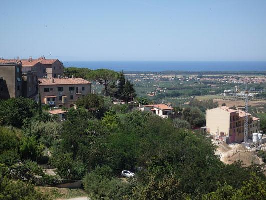 Blick von Castagneto Carducci Richtung Meer