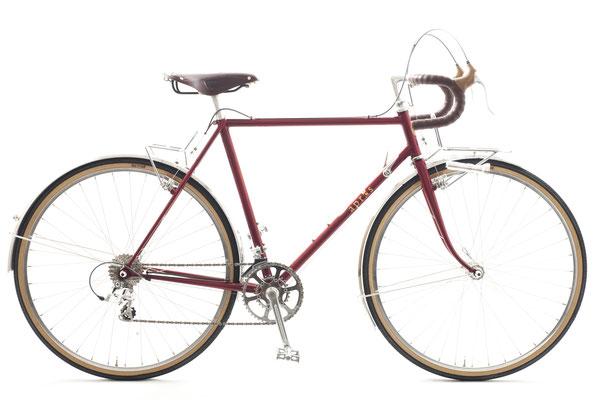 Aさんのアプレ・パスハンター、ぶどう色でアルプス・クライマー的な構成を狙った自転車です。この仕様のままフラットハンドルセットにご自身で交換できるようにお渡ししています。