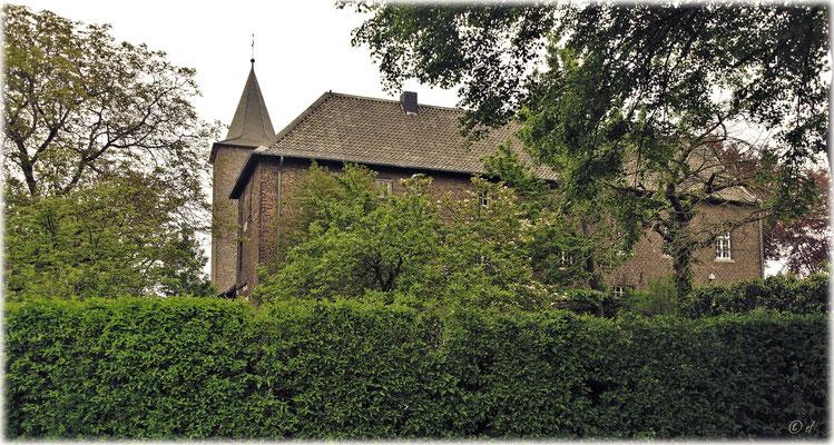 Millen (Selfkant)/im Hintergrund der Kirchturm