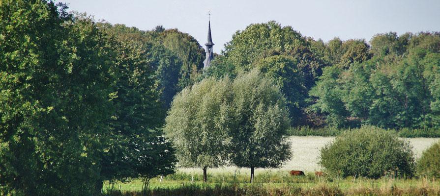 Im Hintergrund die Abtei Lilbosch