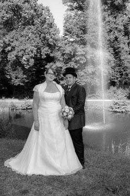 Teich Wasserschloss Oppenweiler Brautpaar Wasserschloss