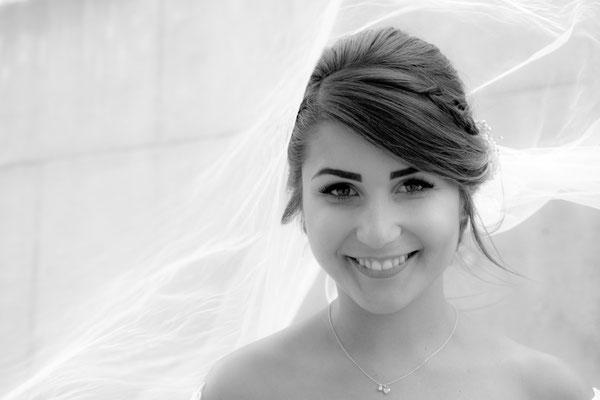 Braut unter dem Brautschleier