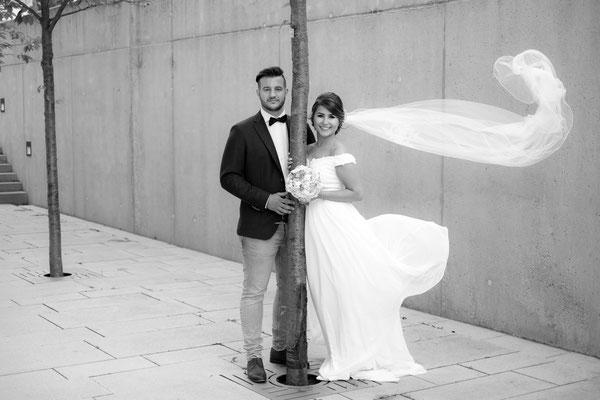 Hochzeitsfoto Brautschleier fliegt