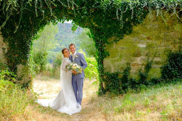 Brautpaar Torbogen Burghochzeit Burg Lichtenberg