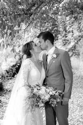 Brautpaar Kuss Hochzeit auf Burg Lichtenberg