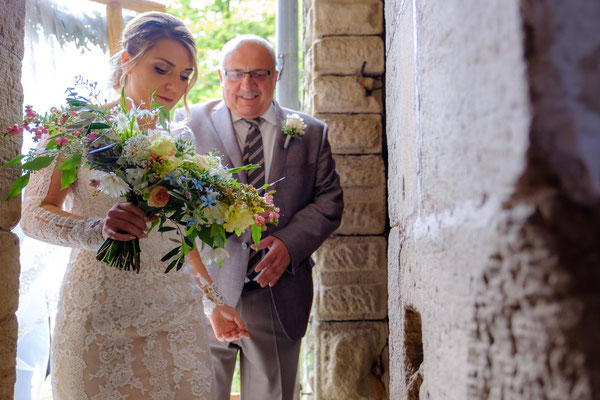 Braut mit Brautvater Kapelle Burg Lichtenberg