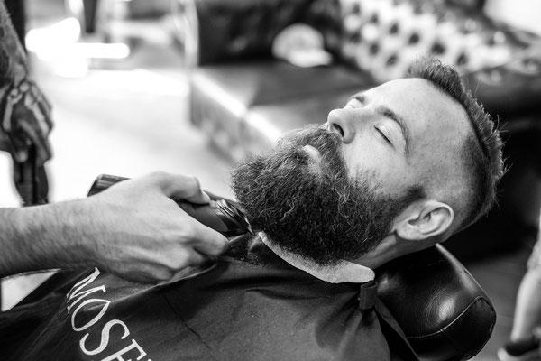 Bart wird getrimmt