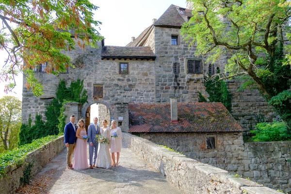 Brautpaar mit Trauzeugen Burg Lichtenberg Oberstenfeld