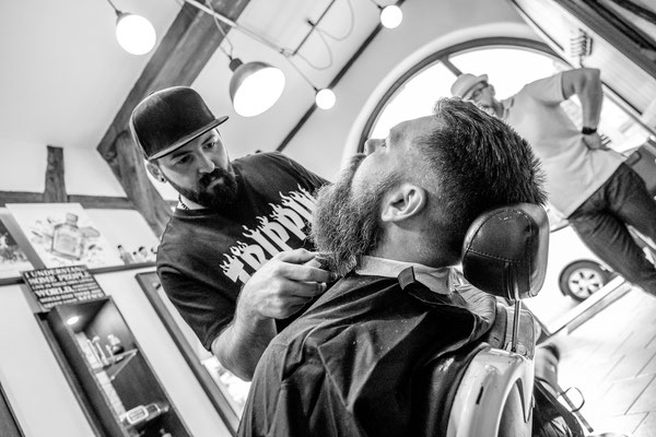 Barber macht Bart