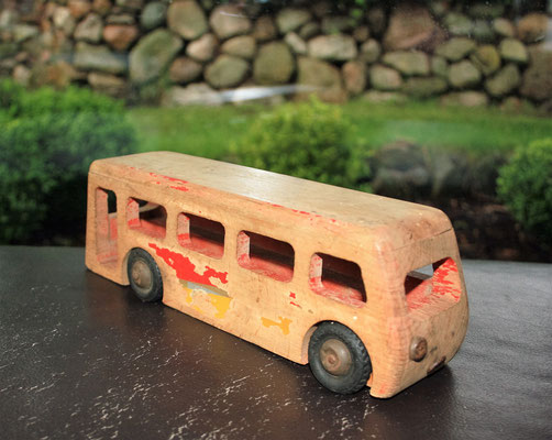 LEGO wood Leaveland bus 1950's. Really poor!