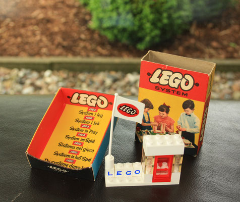 LEGO promotion set 1950's to introduce the System sets.