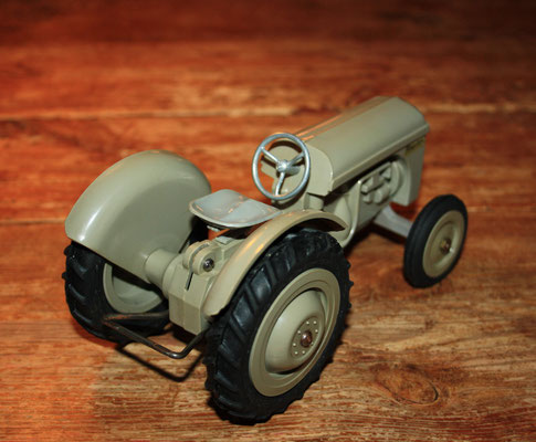 LEGO Ferguson tractor model in gray. Arround 1950