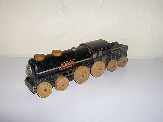 LEGO wood big loco 1950's
