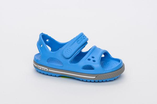 Die offene Crocs-Sandale macht jeden Spielplatzbesuch zum Erlebnis