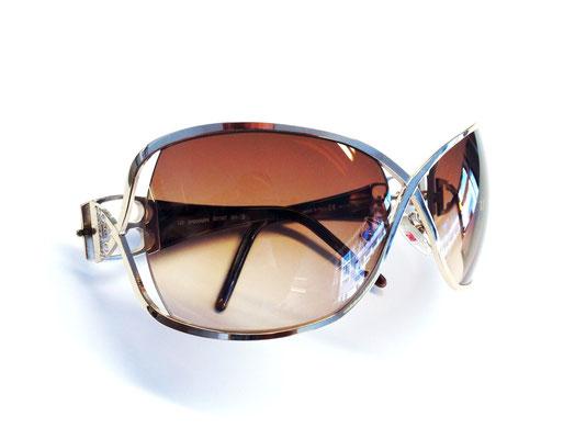 Sonnenbrille mit hoher Kurve und teilweise freistehender Facette