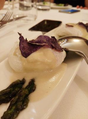 Uovo Affogato con Asparagi e Salsa di Acciughe