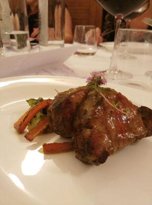 Filetto di Maiale con Verdure di Stagione e Salsa alle Erbette