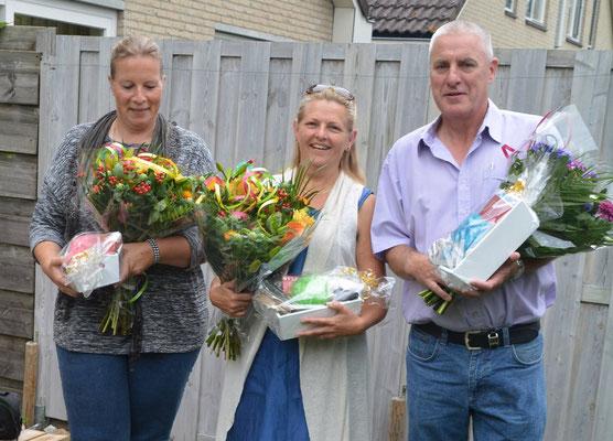 """De eerste """"waterwerk vereniging voor verschillende rassen in Nederland"""" daar horen bloemen bij."""