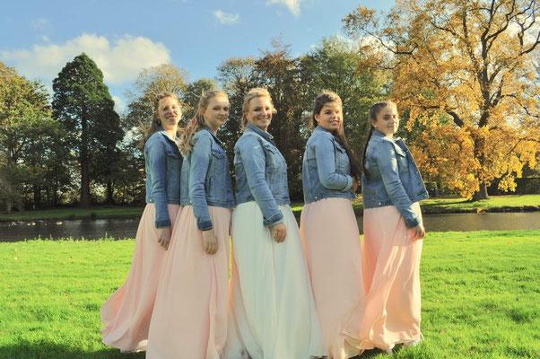 dochters als bruidsmeisje