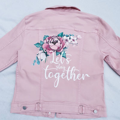rozen op een roze jasje