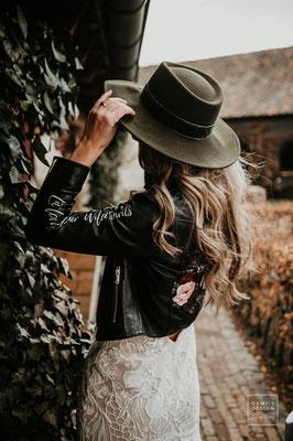 hoed-en-jasje-bruid