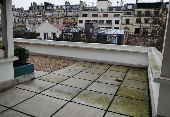 屋上から望むパリ市街