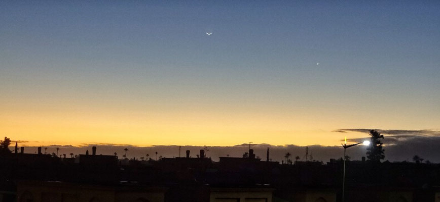 Mond und Venus vom Hotel Balkon bei Sonnenaufgang