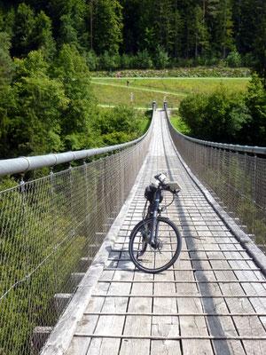 R 1 Hängebrücke