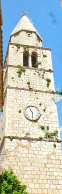 Bewachsener Kirchturm