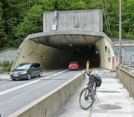 Vor dem Klamm Tunnel