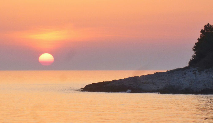Sonnenuntergang vor dem Hotel