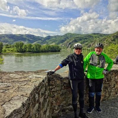 In Dürnstein mit Blick auf die Wachau
