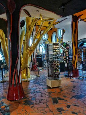 Goldener Baum im Shop