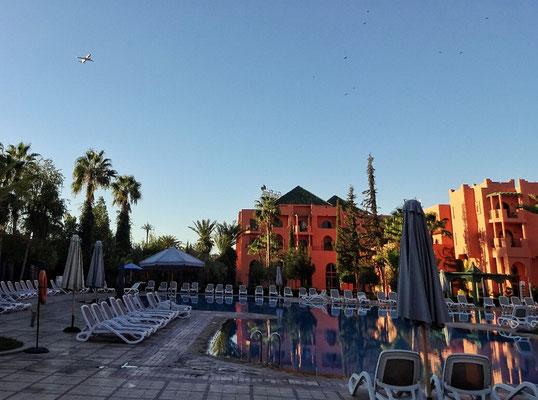 Hotelpool mit Flieger